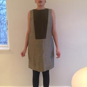 Meget flot kjole fra Bruuns bazar. Der står ikke nogen str i kjolen, men vil gætte på en large.  Jeg er normalt er small   Skriv hvis du har nogle spørgsmål