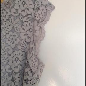 Blondekjole fra H&M - Aldrig brugt - Åben for bud.