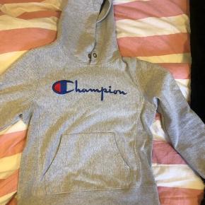 Champion hættetrøje/hoodie, str Small, god stand.   Sælges da den er for lille.