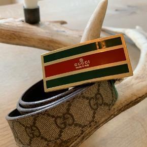 Lækkert vendbart Gucci bælte 95 cm  God stand