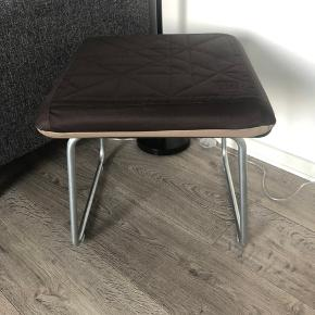 Lækkert dansk design møbel fra tec Out som laver magnetiske møbler i høj kvalitet  Dette møbel ksn bruges ude og inde.  Hunden tåler vand og har magnet så den ikke flyver af. Tjek tec Out produkter for mere info.   Nypris ca 2800kr for sættet her.