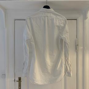 Ralph Lauren skjorte i god stand.  Slim fit, størrelse M.  Kan afhentes i Købehavn K.