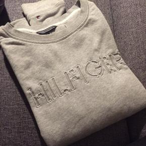 Tommy Hilfiger sweat i grå med logo