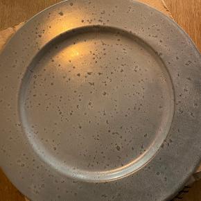 4 Bitz tallerkner sælges da vi ikke får dem brugt. De er brugt 2 gange så de er næsten som nye. Bud modtages