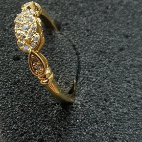 Sød lille guldbelagt ring med mange små sten. Helt ny  Str 50  Se mine andre smykke annoncer