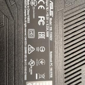 Computer, keyboard og musemåtte. Oplader inkl. men ikke afbilledet. Se specifikationer på billede 2-3.