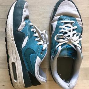Nike Air Max sælges billigt da de er slidte i hælen.  Nypris 649kr  Fra røgfrit hjem.