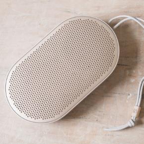 B&O P2 sælges  Alt medfølger - Kasse, oplader osv.   Er brugt minimalt, men har en super god lyd  Byd