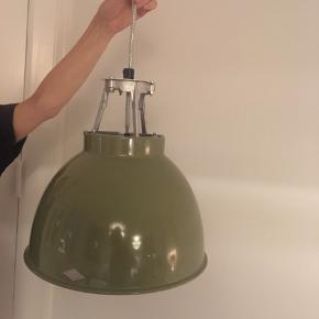 Titan pendel original BTC En pendel, BTC Titan lampe Ø 36 cm  Oliven grøn loftslampe fra BTC Titan i meget god stand til salg for 1200 kr  Ny pris 3160 kr