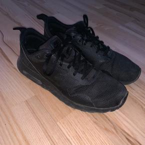 Nike Air Max Tavas Triple Black. Ingen kasse eller kvittering.