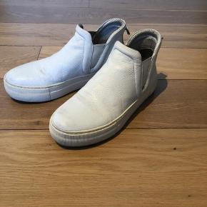 Fine sneakers i læder  God pasform og bund