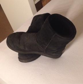 Shepherd støvler hvor NP er 1000kr. De er brugt kun en enkelt vinter. Bud modtages gerne  Str.37-38