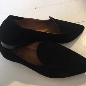 Haft skoene på en gang. Mine fødder er vokset efter graviditet, så str 37 er ikke min str. mere, desværre.  De er rigtig dejlig bløde, at have på.