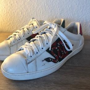 Mega fede Gucci sko  Str 40 Cond 6  Skriv pb for flere billeder  Mp:1700kr  Bin: 2000 Hh:1840kr inkl fragt
