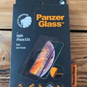 FCK panzerGlass til iphone X/Xs. FCK logo dukker op ved slukket skærm. Fik desværre bestilt hjem i en model der ikke passer til min iphone🤦🏼♂️😅 Nypris 299+fragt