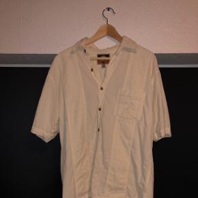 👕FPC skjorte  👔Den er str Medium  💸Nypris var 300kr  💳Sælges for 75kr  📦Fragt er 33kr ned DAO 365