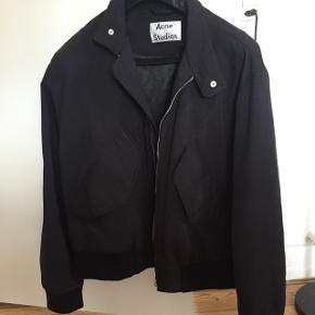 Acne Studios jakke. 4400kr fra ny. Størrelse 52, svarer til XL