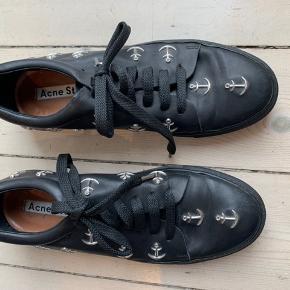 Acne sko i sort læder. Brugt få gange.  Passes også af en 39,5      #30dayssellout