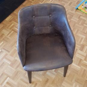 Hauteur d'assise 47 cm  Largeur d'assise  53 cm  Profondeur d'assise  42.5 cm  Prix neuf 179.-