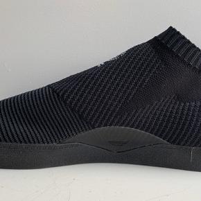 Ubrugt Adidas sneaks / str 44-45 / stadig i æske