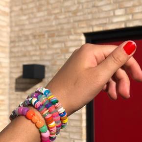 Armbånd/ankelkæder eller halskæde. Kan laves i valgfri farver, str, perler og tekst. Skriv en pb for mere info eller interesse:) 1 stk. 59 DKK 2 stk. 70 DKK  Tags: y2k, indie girl, retro