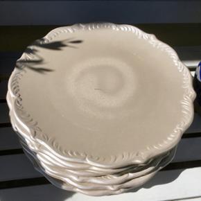Fine fade med perlemor effekt. Kan bruges til dekorativ borddækning eller til frugt og lign. Flotte til adventskransen eller juledekorationer  Nu kun 4 fade tilbage