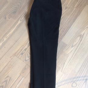 Fede klassiske habitbukser fra Karen med stretch. Prisen er fast