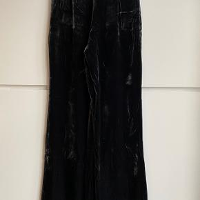 Zara woman anthracite velvet suit pants. High waist & large legs. Part of a co-ord set. Size S. Perfect condition, never worn.