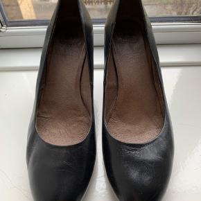 Meget behagelig stilet i læder / højde på hæl 8,5 cm / brugt få gange