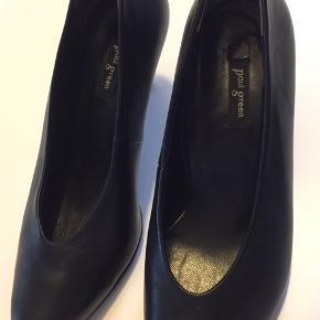 De smukkeste heels. Str hedder 3,5 hvilket svarer til 37. Måler 24 cm indvendigt.  De er brugt 2 gange. Nypris 1200 kr.  Sælges kun fordi jeg har for mange sko i samme stil. Hælhøjde 6 cm.  Lavet i sort skind.