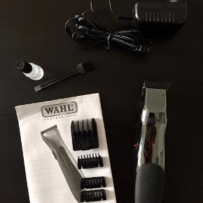 WAHL trimmer.  Med 4 afstandsmålere. Olie og lille rengøringsbørste + oplader. Kun brugt få gange.   Købt i Føtex, men har desværre ikke papir eller æske mere.
