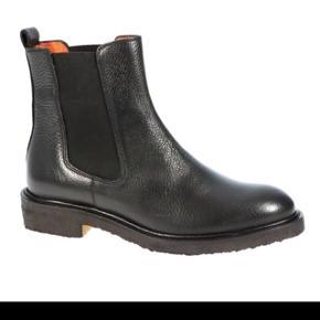 Støvler fra Billi Bi sælges. Nypris var 1300kr. Købt i november måned og brugt en del siden, men langt fra hver dag. Fremstår stadig flotte.