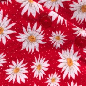Sød rød marguerit mønstret crop tee fra Monki :)  cottage