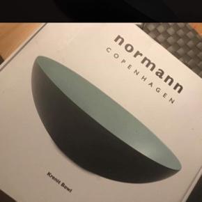 Rigtig flot Normann Copenhagen skål sælges. Den er aldrig brugt, og der bare i kassen. Jeg er åben for bud:)