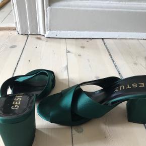 Fine grønne højhælede sandaler fra Gestuz. Brugt kun to gang, da de er lidt for små.