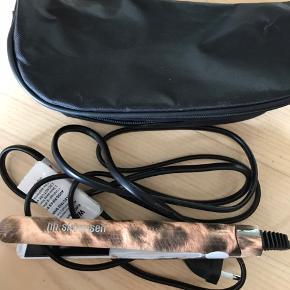 Mini glattejern fra HH Simonsen. Perfekt til at have med på rejsen. Aldrig brugt.  Der medfølger taske. Byd gerne.