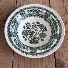 Fin porcelænsskål fra Wood & Sons Ø 16,5 cm  Fra hjem uden røg eller kæledyr.  Sender gerne, køber betaler porto. Kan også afhentes på Frederiksberg.