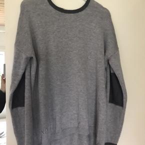 Fin og blød sweater i grå nuancer fra Noa Noa