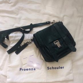 """💚Sælger min mega fede flaske grønne proenza schouler taske i læder! 💚 Modellen er """"PS1 mini crossbody"""" Alt medfølger dustbag, ægthedsbevis  NP 7845 Byd 🧩🪀☘️"""