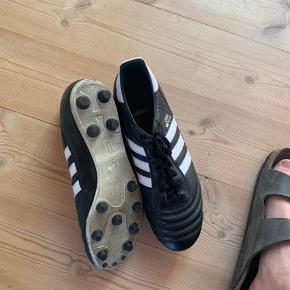 Adidas Copa Mundial. Brugt en gang på en kunststofbane, men var for store.