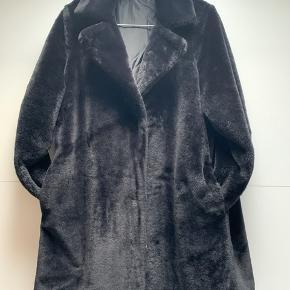 Lækker fake fur jakke Str M Nypris 900