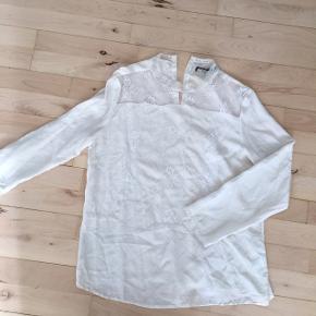 Silke hvid m åbning ryg