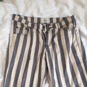 Ganni bukser med striber  Oprindeligt en str. L, men de er skrumpet, så de nu passer en str. S