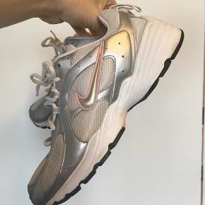Sko Nike Air Force 1 '07 Dame BruneIvory AA0287 200