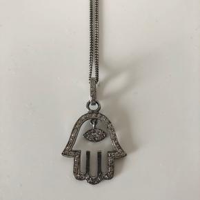 Fatima hånd halskæde fra Heartmade / Julie Fagerholt.   Nypris kr. 1.700.    Altsammen i sterling 925 sø med zirkon sten.