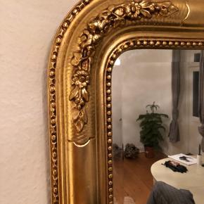 OBS: Skal afhentes senest d. 1. feb! Da jeg flytter.  Flot og velholdt spejl men flotte detaljer.