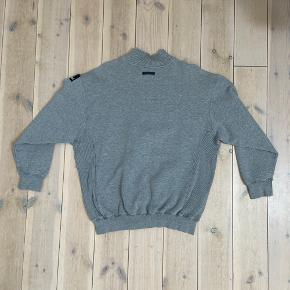 Super cool Adidas Zip sweater in Grey, the shirt is a size M and in superb condition! These dont show up often, so get yourself a great piece. This sweater has no flaws or damage. Condition 8/10