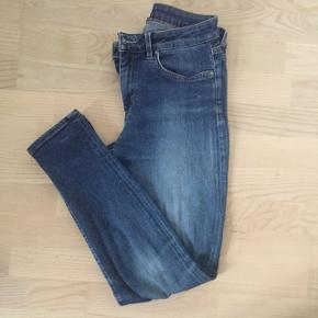 Acne jeans, str. 29/32. Model: skin 5 used blue. Brugt men meget velholdte.Kan sende med DAO, køber betaler porto
