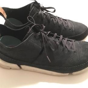 Varetype: Sneakers Farve: Sort  Clarks str. 42 Brugt nogle gange   Byd!