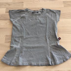Varetype: T-Shirt Størrelse: 10år Farve: Grå Oprindelig købspris: 299 kr. Prisen angivet er inklusiv forsendelse.  Via Mobilepay - se også mine andre annoncer i samme størrelse :o)